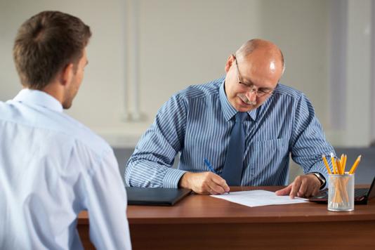 A ansiedade criada antes e depois das entrevistas de estágio ou emprego pode prejudicar o candidato. (Foto: Reprodução)