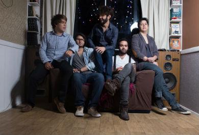 Flavio Nascimento (guitarra), Bruno Silveira (guitarra), Victor Caliope (vocal), Gabriel Siqueira (baixo) e Oziel Albuquerque (bateria) são os integrantes da banda (Foto: Divulgação)