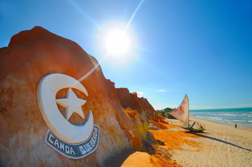 Canoa Quebrada foi escolhida a 16ª melhor praia do Brasil pelo TripAdvisor Traveller's Choice deste ano e é uma das mais procuradas pelos turistas (FOTO: Reprodução)