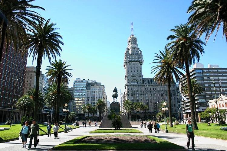 A capital Montevidéu apresenta história, arquitetura e belas paisagens (FOTO: Divulgação)