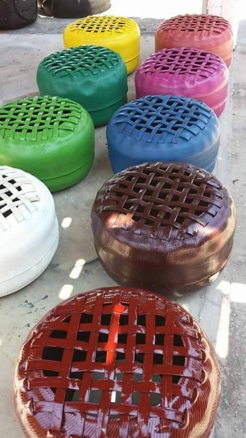 Bancos e jarros feitos de pneu são os principais objetos feitos pelo artesão (FOTO: Arquivo Pessoal)