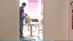 José Maria Rodrigues de Lima (27), que foi envenenado duas vezes pela esposa Francisca Rosalina da Silva (32), continua visitando a mulher na Divisão de homicídios e proteção à pessoa, localizada no bairro de Fátima.