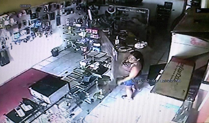 Câmeras filmam grávida furtando loja (FOTO  Reprodução TV Jangadeiro) 81ef7cf87b