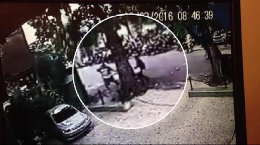 Vendedor de lanche é atingido por galho de árvore em Fortaleza (FOTO: Reprodução TV Jangadeiro)