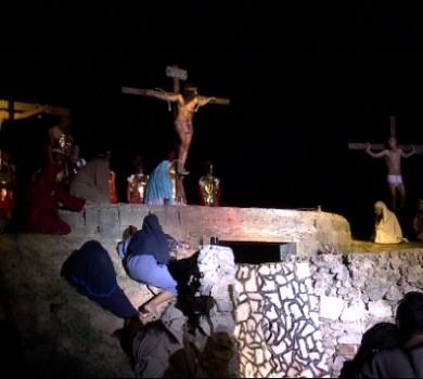 Ressurreição de Jesus Cristo é encenada por crianças e adolescentes (FOTO: Reprodução TV Jangadeiro)