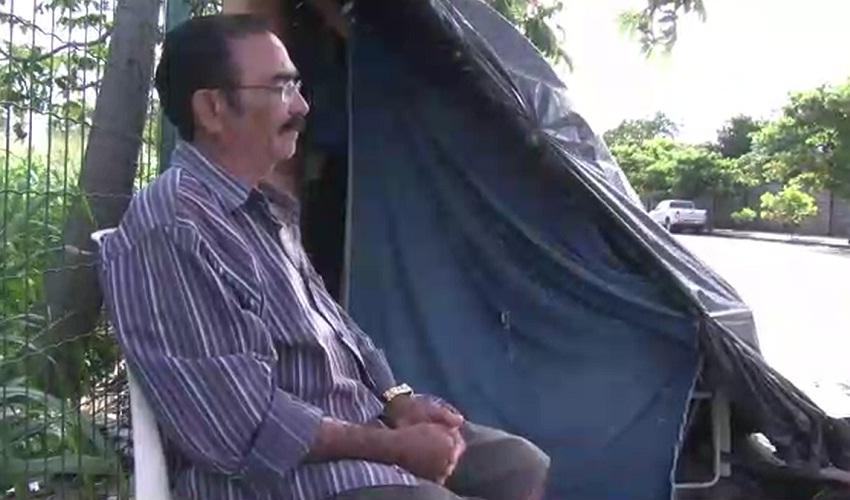 Ele não sai de casa por mulher nenhuma(FOTO: Reprodução TV Jangadeiro)