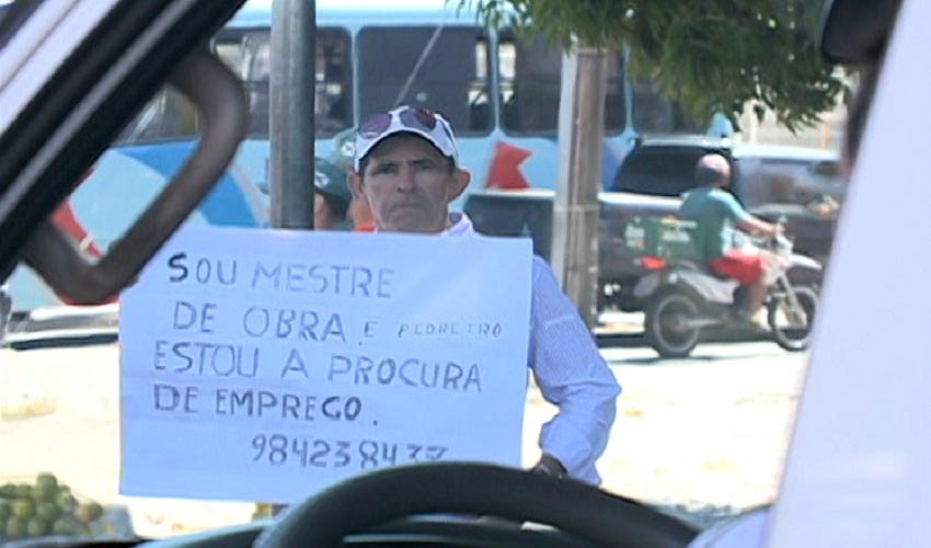 Seu José cria estratégia para fugir do desemprego(FOTO: Reprodução TV Jangadeiro)